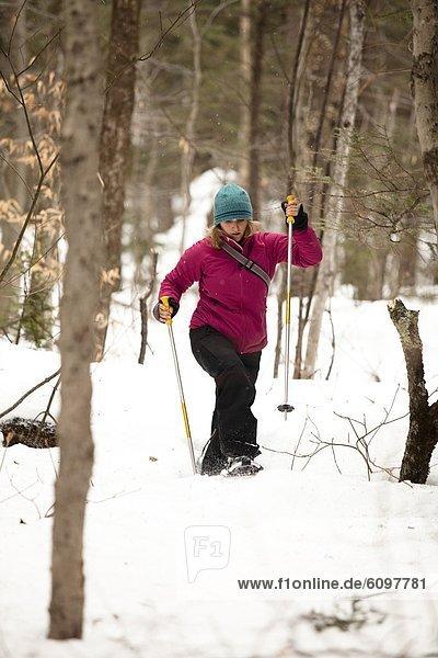 nahe  Frau  folgen  Bundesstraße  Schneeschuh  New Hampshire