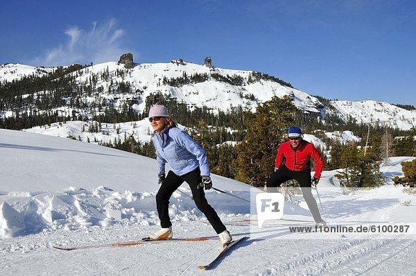 überqueren  Frau  Berg  Mann  Urlaub  Ski  Kalifornien  Kreuz