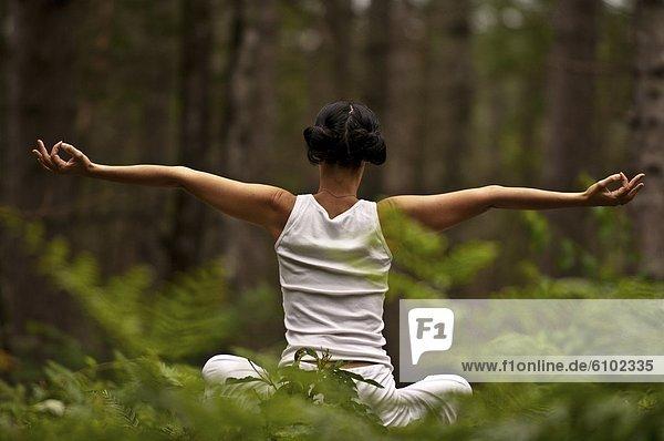 Frau  Wald  Yoga