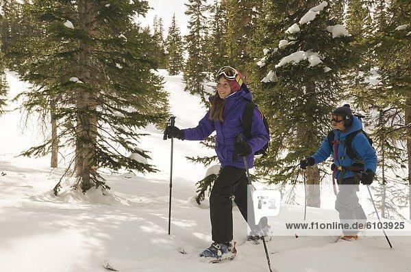 Junge - Person  Wald  Skisport  unbewohnte  entlegene Gegend  Mädchen  Colorado  Silverton