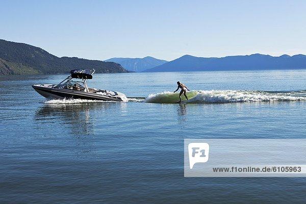 Wakeboarding  Wake boarding  hinter  Frau  Tag  Hingebung  Boot  Sonnenlicht  Idaho
