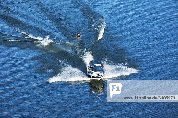 Wakeboarding  Wake boarding  Tag  Ruhe  gehen  Athlet  groß  großes  großer  große  großen  springen  Idaho  Kielwasser