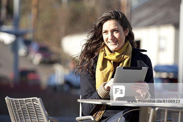 benutzen  Frau  Tablet PC