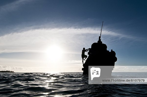 Anschnitt  Mann  Ozean  Schiff  Ruine  Cook-Inseln  Rarotonga