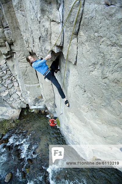 Bergsteiger  über  Fluss  2