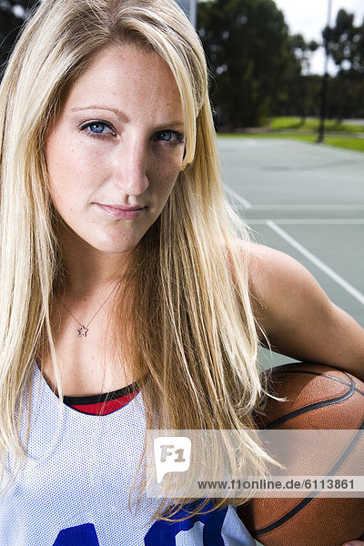 Portrait  Frau  Athlet  Basketball  spielen