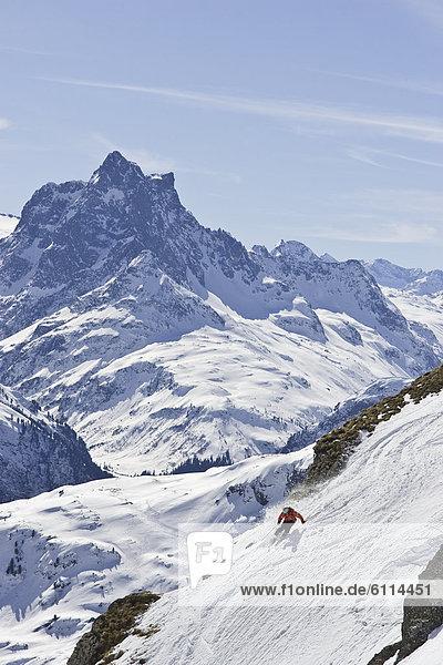 Mann  Ski  jung  Österreich  Hang  steil