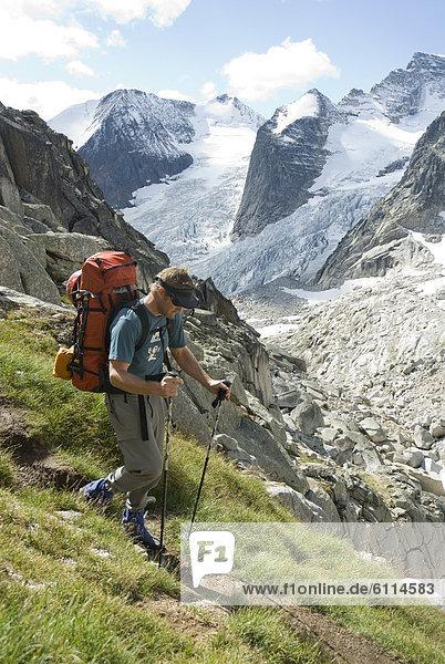 Mann  wandern  Ländliches Motiv  ländliche Motive  The Bugaboos  British Columbia  Kanada
