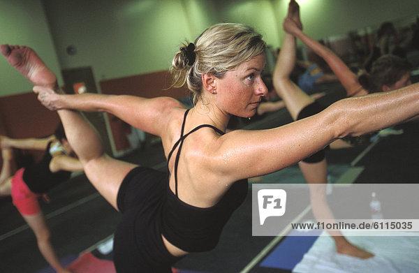 blond  Frau  Großstadt  Yoga  Utah