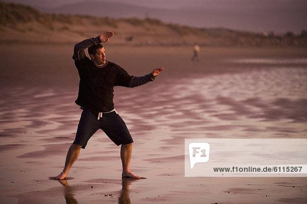 Mann  Strand  Sonnenuntergang  üben  Mittelpunkt  1  Erwachsener  Bucht  Kalifornien  Taekwondo