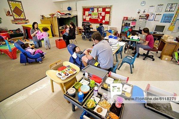 Einkaufszentrum  lernen  Vorbereitung  Personalwesen  Training  blind  Kalifornien  Körperbehinderter  Kind  Mitglied  Mittagessen