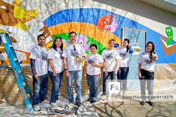 Wand  Westminster  Bibliotheksgebäude  Schriftliche Kommunikation  Schule  Mittelpunkt  Kalifornien  Kunstmaler  Maler  Außenaufnahme  Arzt  Pose  Freiwilliger