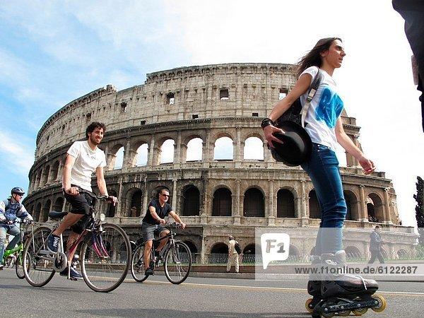 Rom  Hauptstadt  Sicherheit  fahren  Straße  Rebellion  Verbesserung  Kolosseum  Italien