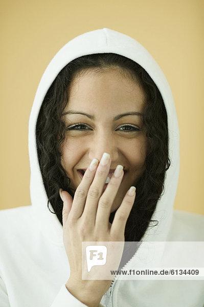Sweatshirt  Frau  lachen  jung