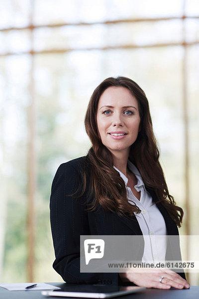 Mittlere erwachsene Geschäftsfrau  Portrait