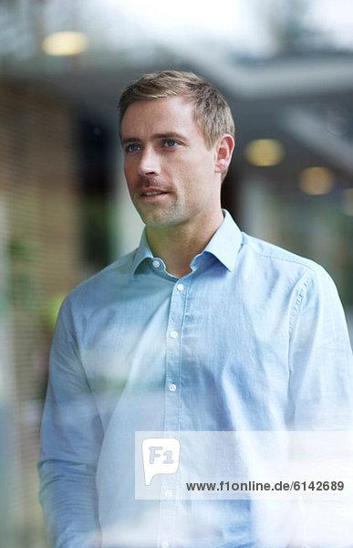 Geschäftsmann im blauen Hemd  Portrait
