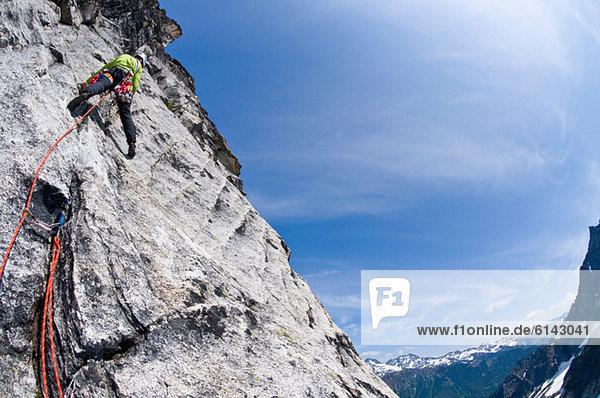 Kletterer auf Felswand  Mount Berge  Cascade Range  Washington  USA