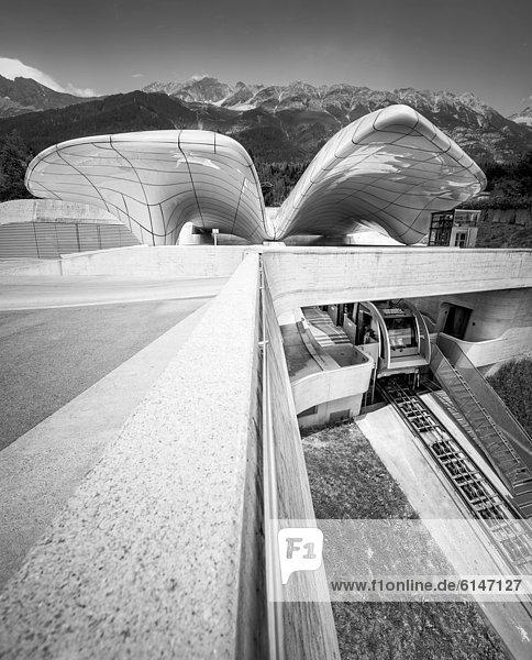 Hungerburgbahn  Bergstation von Stararchitektin Zaha Hadid  schwarz-weiß  Innsbruck  Tirol  Österreich  Europa  ÖffentlicherGrund
