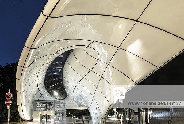 Hungerburgbahn  Talstation beim Congress von Stararchitektin Zaha Hadid  Innsbruck  Tirol  Österreich  Europa  ÖffentlicherGrund