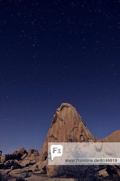 sternförmig  Himmel  über  Wüste