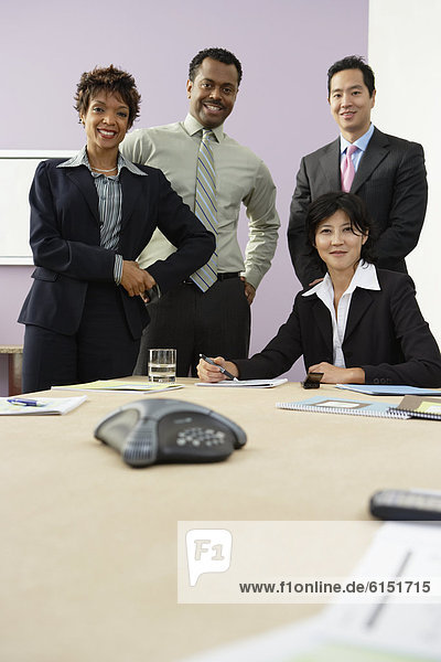 Wirtschaftsperson  Geschäftsbesprechung  multikulturell  Tisch  Konferenz