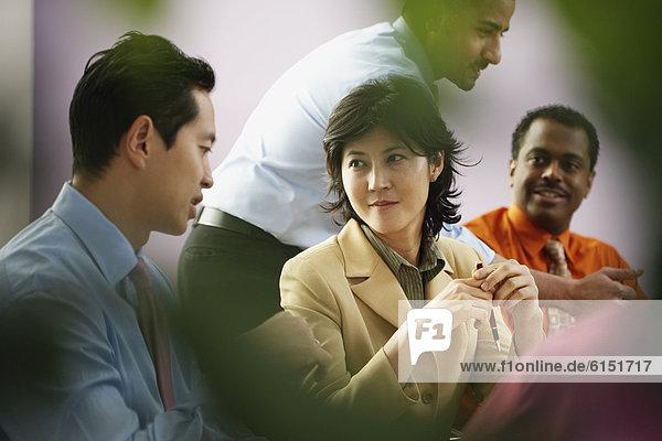 Wirtschaftsperson  Besuch  Treffen  trifft  multikulturell