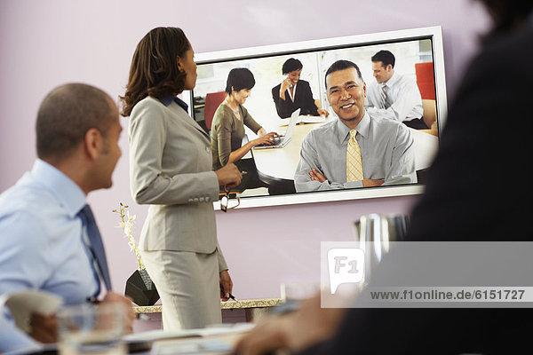 Wirtschaftsperson , Geschäftsbesprechung , Camcorder , multikulturell , Konferenz