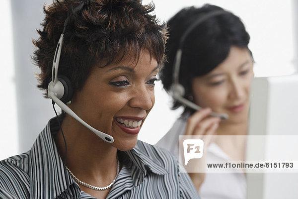 Geschäftsfrau  Headset  2  Kleidung