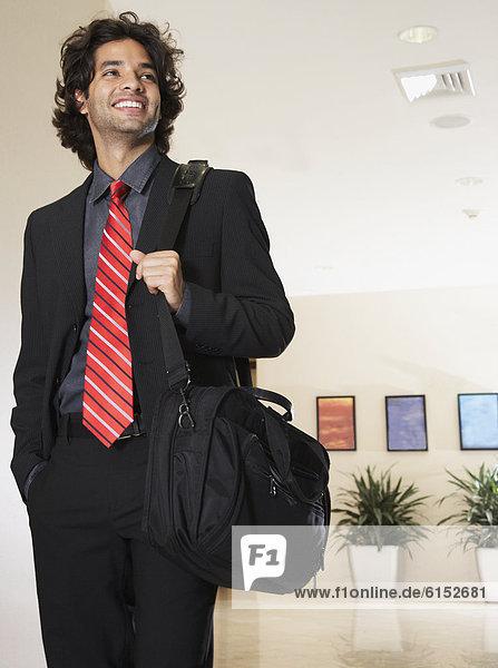 Geschäftsmann  tragen  Tasche  Hispanier