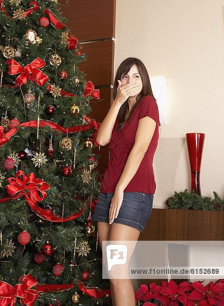 Frau  lachen  Baum  Hispanier  Weihnachten