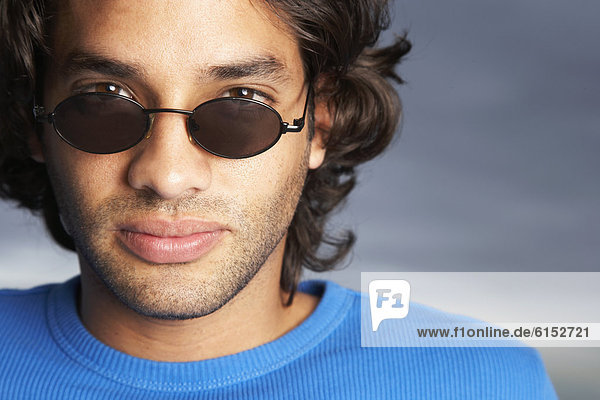 Mann  Hispanier  Kleidung  Sonnenbrille