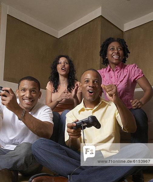 Freundschaft  Spiel  Camcorder  multikulturell  spielen