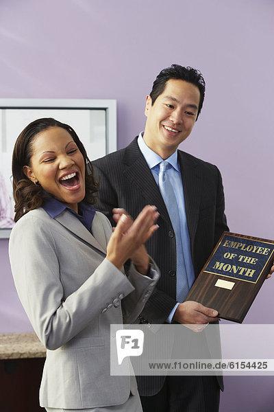 Geschäftsfrau  empfangen  Auszeichnung