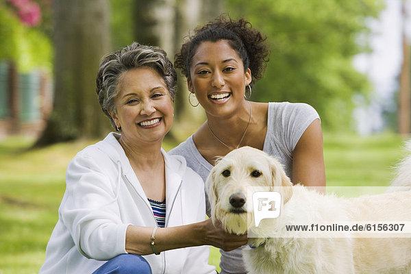 Hund  streicheln  amerikanisch  Tochter  Mutter - Mensch  Erwachsener