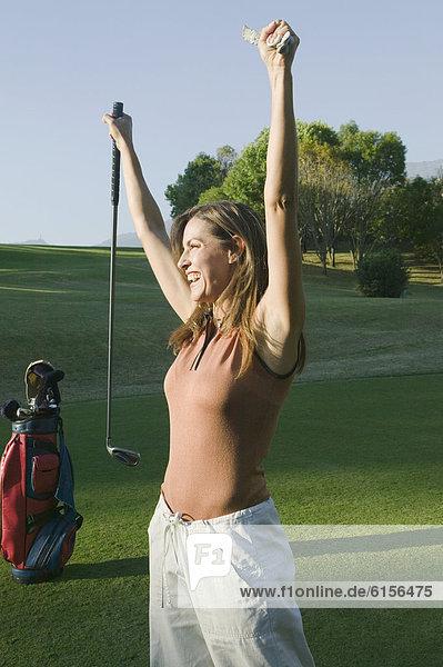Frau  jubeln  Golfsport  Golf  Kurs