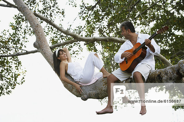 Mann  Ehefrau  Gitarre  Südamerika  spielen