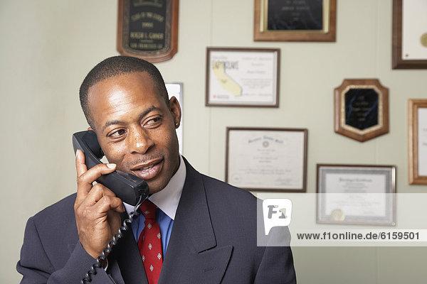 sprechen  Geschäftsmann  Telefon