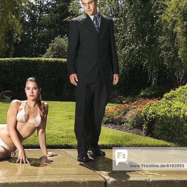 Frau  Geschäftsmann  Bikini  Hispanier
