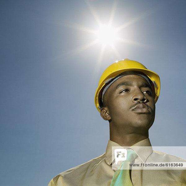 niedrig  Mann  Hut  amerikanisch  Ansicht  Flachwinkelansicht  Kleidung  Winkel  hart