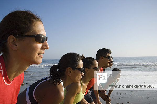 Wettrennen Rennen Strand Läufer multikulturell