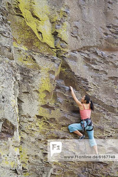 Felsbrocken  Frau  klettern