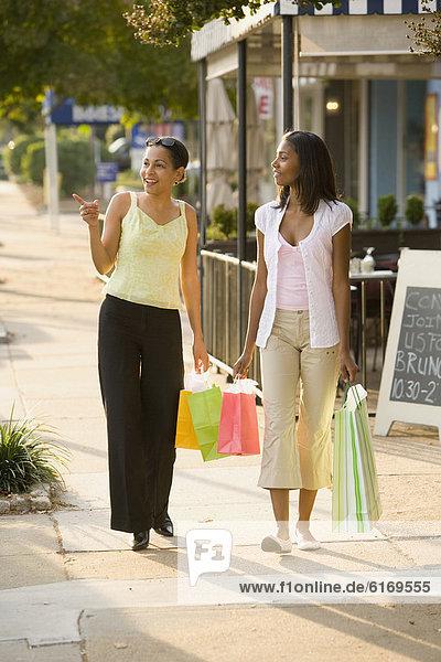 tragen  Tasche  kaufen  Tochter  Mutter - Mensch