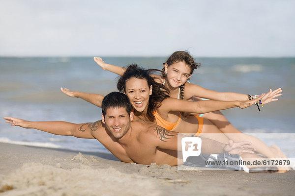 liegend  liegen  liegt  liegendes  liegender  liegende  daliegen  Strand  Hispanier liegend, liegen, liegt, liegendes, liegender, liegende, daliegen ,Strand ,Hispanier