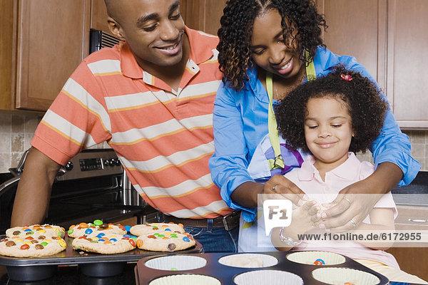 Menschliche Eltern Produktion Tochter cupcake