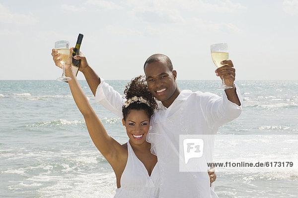Strand  Wein  halten  multikulturell