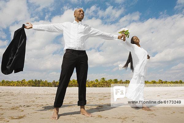 Braut  Bräutigam  Arme ausbreiten  Arme ausstrecken  strecken Braut ,Bräutigam ,Arme ausbreiten, Arme ausstrecken ,strecken