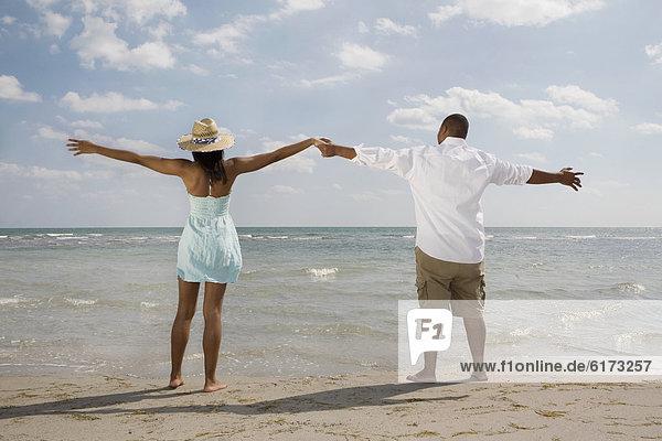 Strand  Arme ausbreiten  Arme ausstrecken  strecken Strand ,Arme ausbreiten, Arme ausstrecken ,strecken