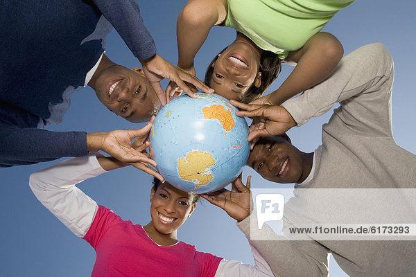 halten  multikulturell  Globus halten ,multikulturell ,Globus