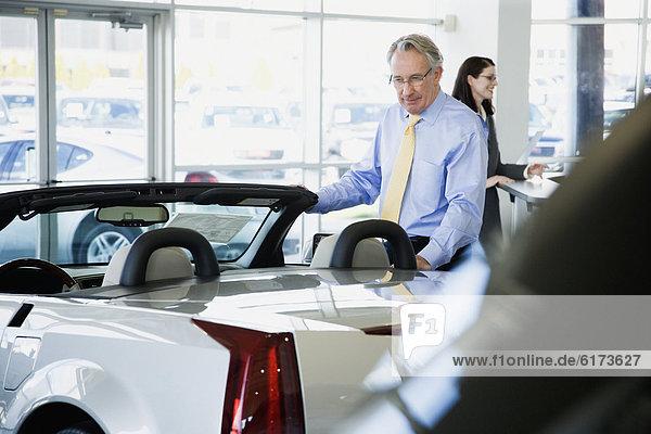 aufmachen  Verkäufer  Auto  Tür
