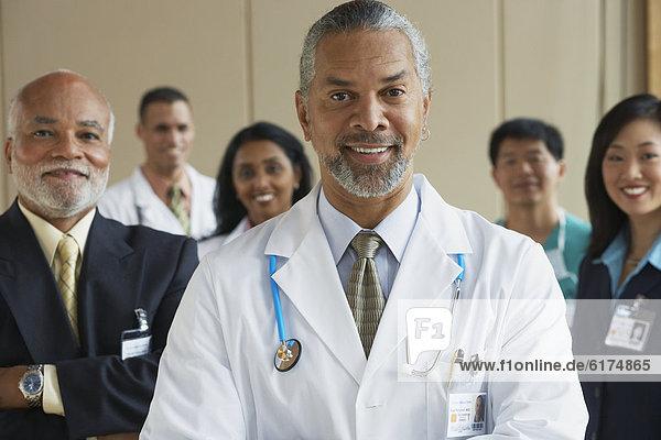 reifer Erwachsene  reife Erwachsene  Kollege  Arzt  Hintergrund